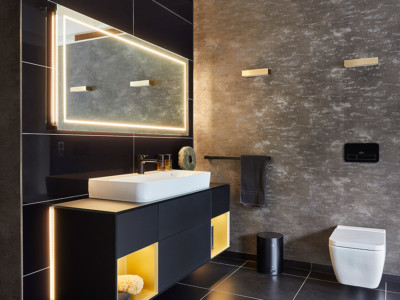 Modernes Bad-Design in Schwarz-Gold